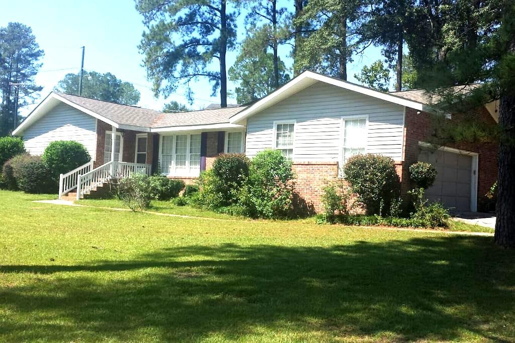 Nice 3 Bedrooms 2 bath 2 car garage close to Fort Jackson SC - Columbia - Haus