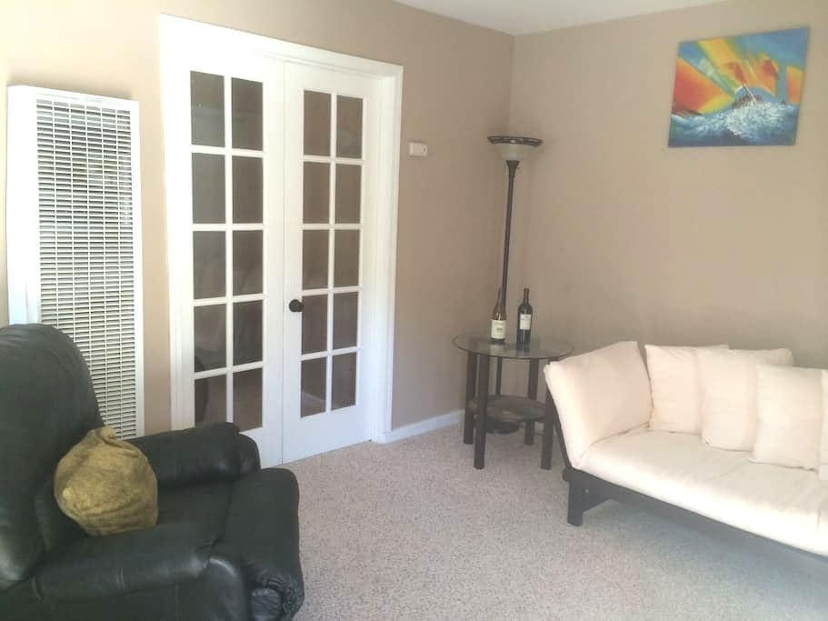 Cozy one bedroom home by downtown - Redlands - House