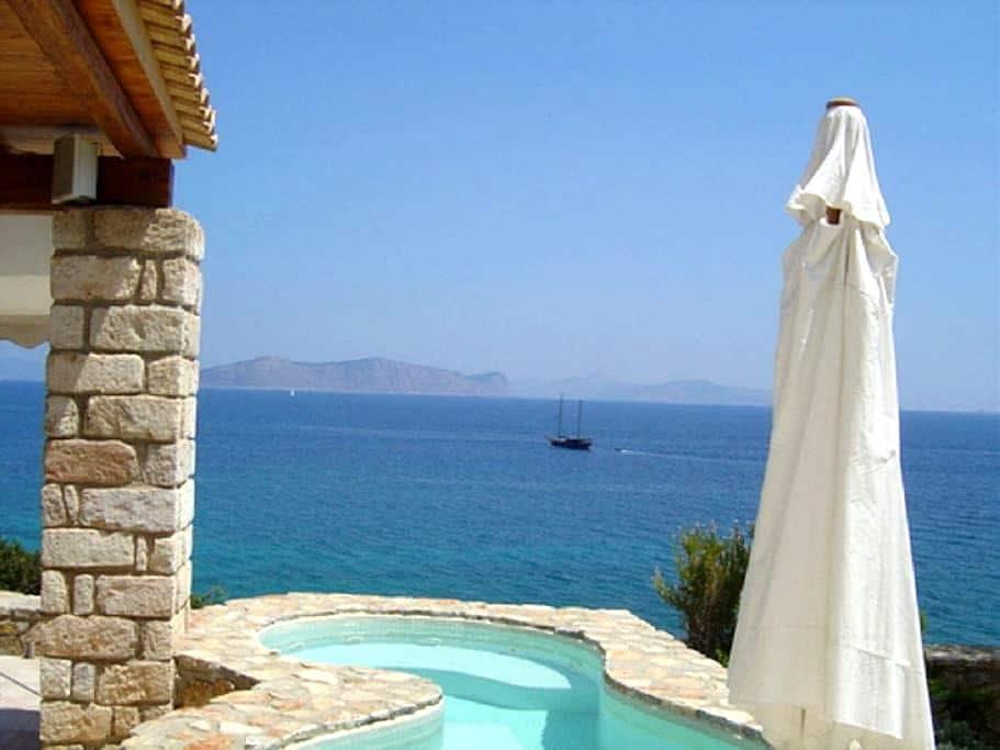 Thalassoporta: Stunning views and a private beach - Aghios Emilianos