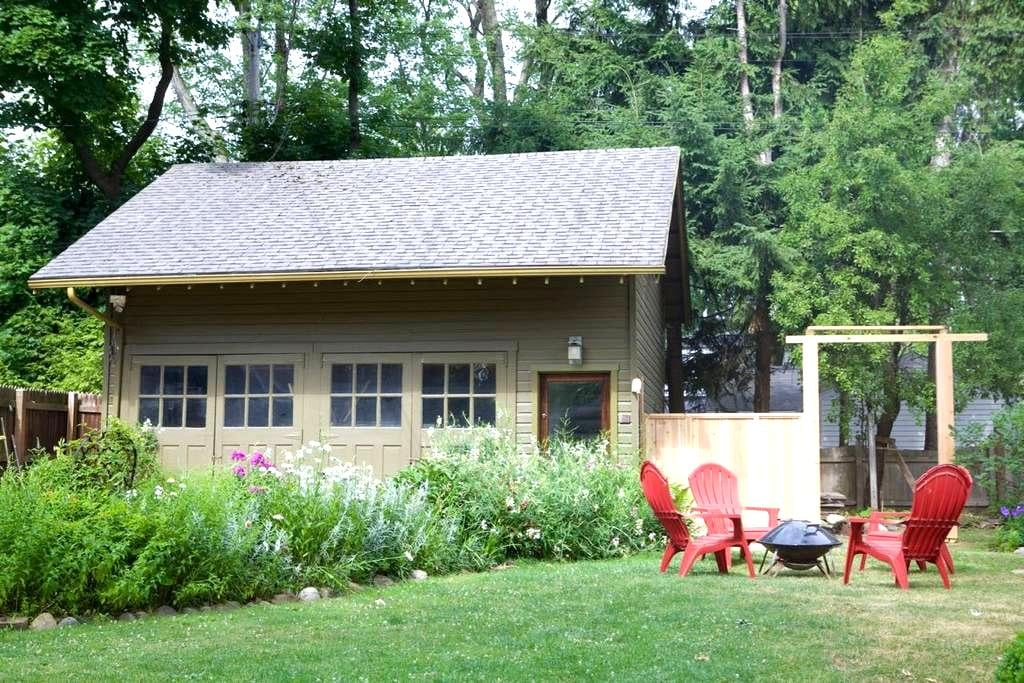 Private Guest House Studio near Buffalo - บัฟฟาโล