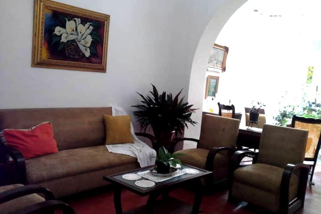 Family B&B in Medellin! - Medellín - ที่พักพร้อมอาหารเช้า