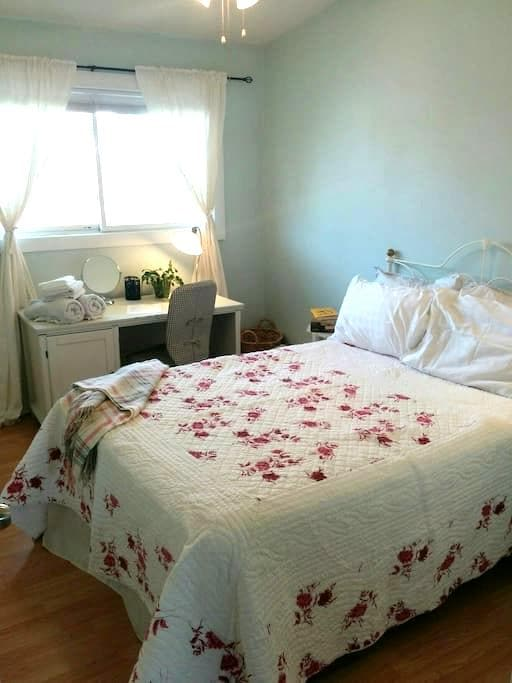 Comfy room in the heart of Niagara - Saint Catharines - Ev