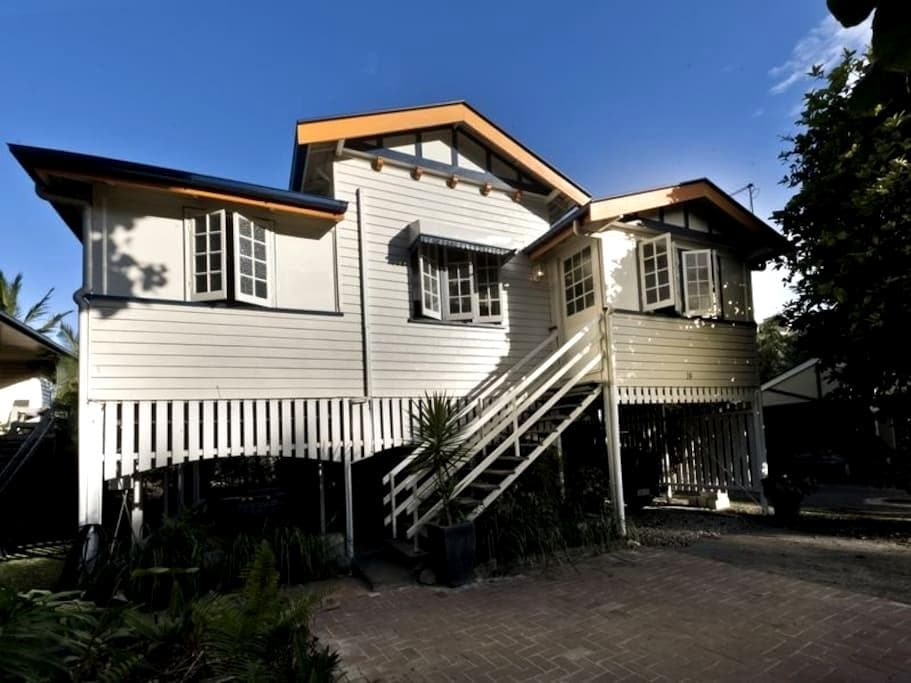 Cosy Double Room In Queenslander - Mooroobool - Rumah