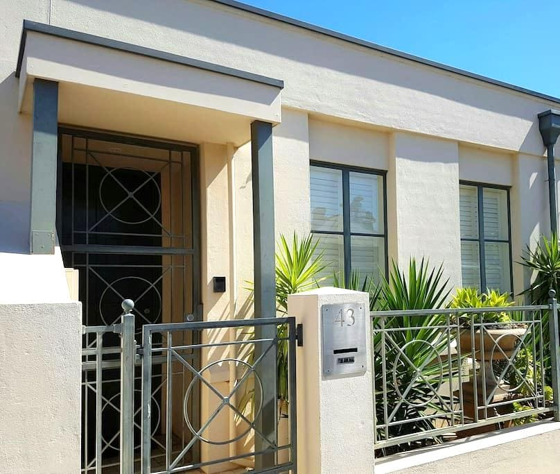 City townhouse near Hutt St and East Parklands - Adelaide - Huis