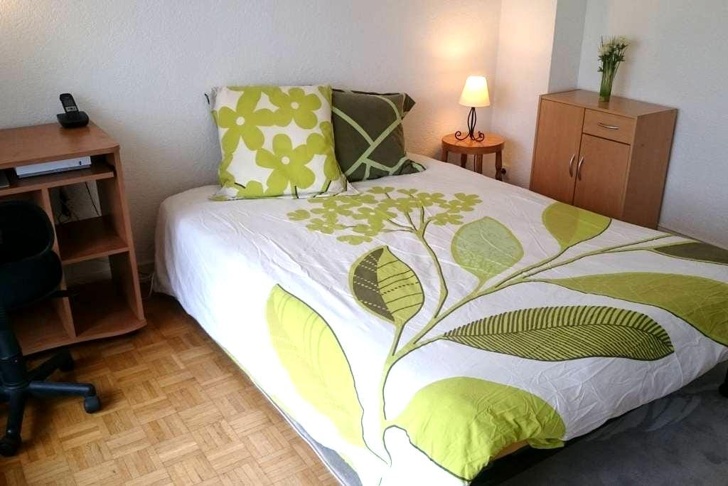 Belle chambre privée avec balcon près de Genève - Gaillard