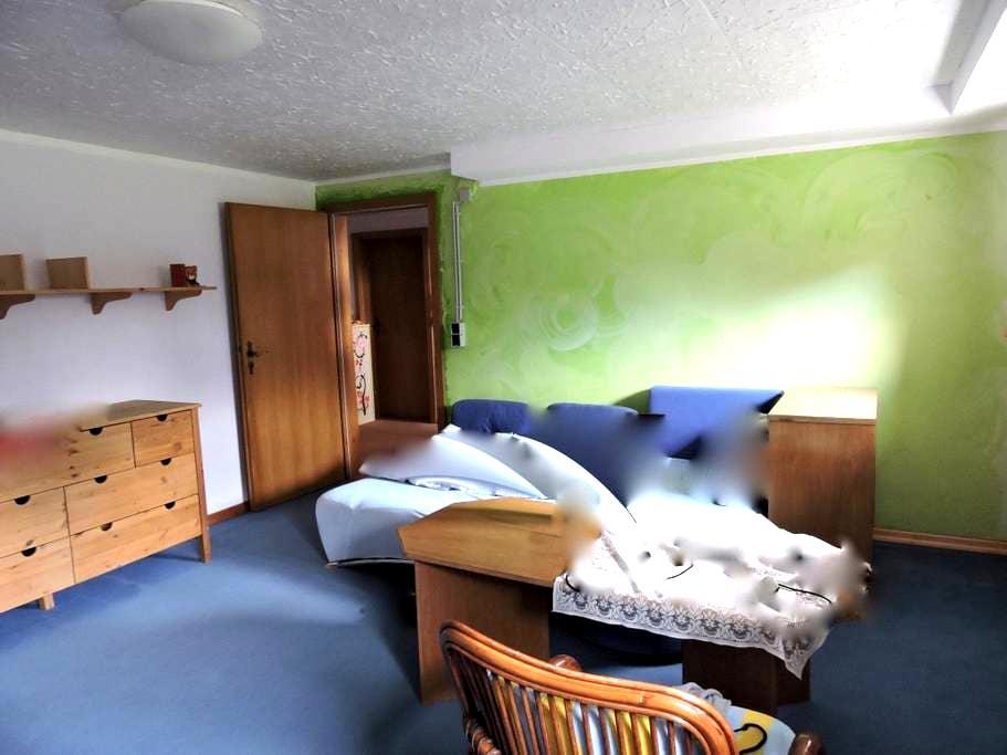 Zimmer im Souterrain mit 2 Fenstern - Neu Wulmstorf