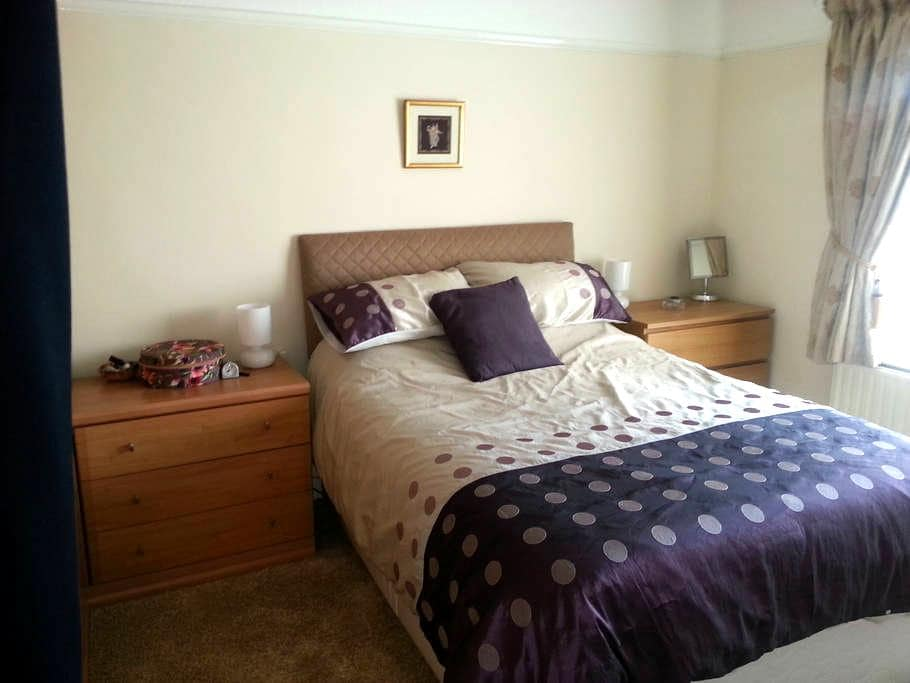 Modern Double bed in quite location - Chadderton