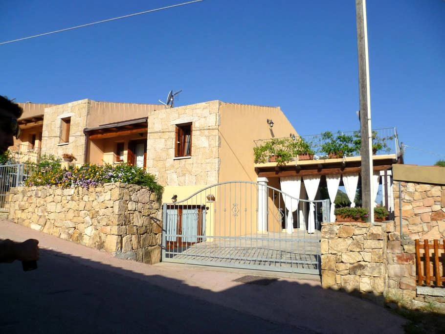 Casa Lu Lioni con fresco pergolato - サンテオドロ - 一軒家
