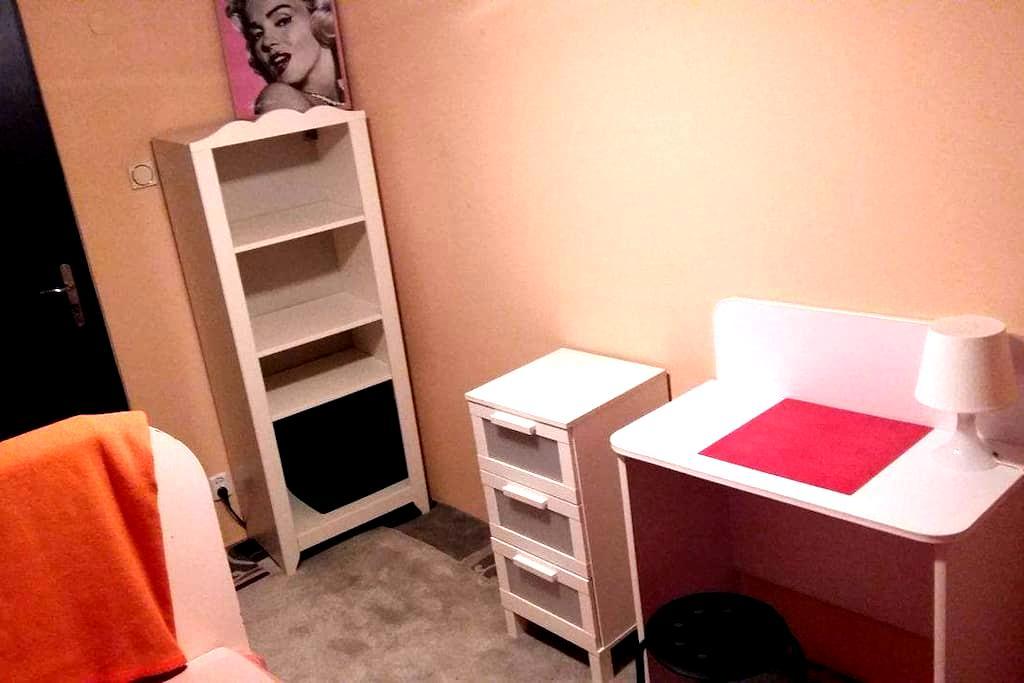 Pokój/room for 1 person, jednoosob. - Toruń - House