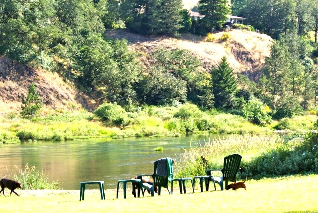 North Umpqua River, Glide, OR -  Private entrance! - Roseburg - Naturstuga