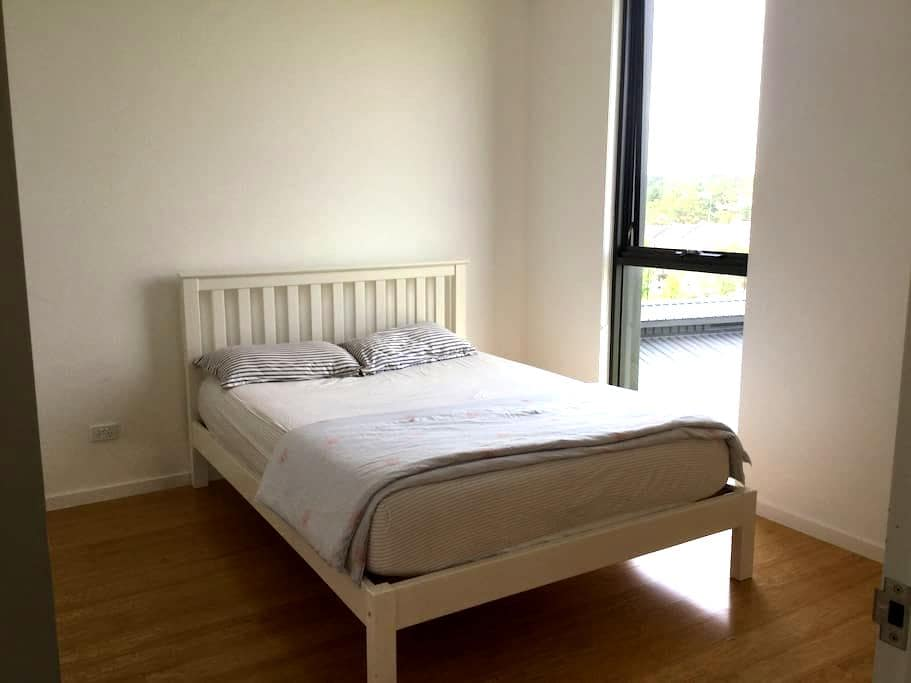 Modern&Clean Double size room with Bathroom - Eastwood - Apartament