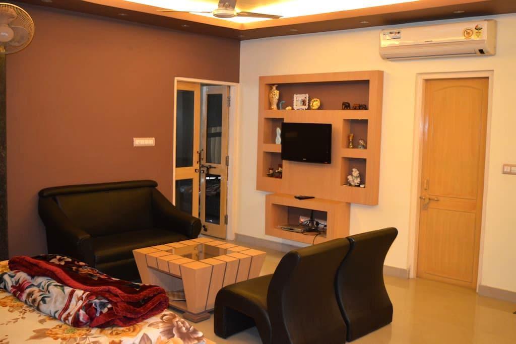 RedChillies 1 BHK Apartment bedroom+study room - Lucknow - Apartamento