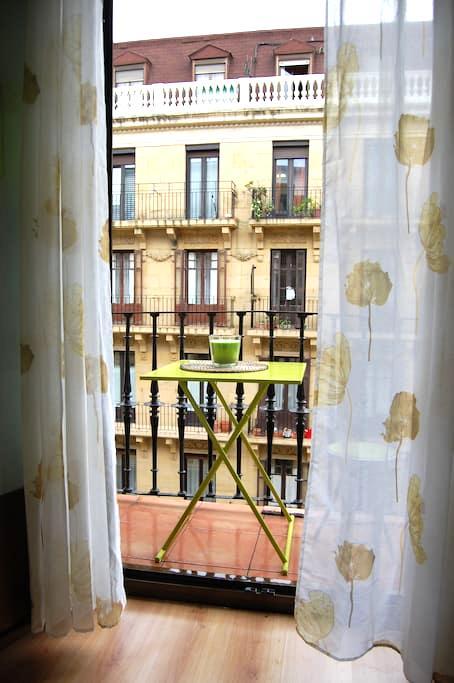 Bonita habitacion con balcon en San Sebastian - Donostia - Other