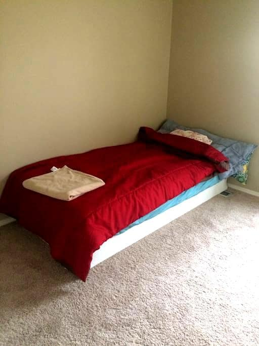 Private and warm room - Cincinnati - Townhouse