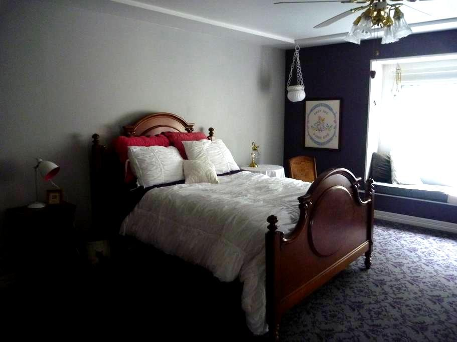 Lovely Space with a Window Seat - Cheyenne - Bed & Breakfast