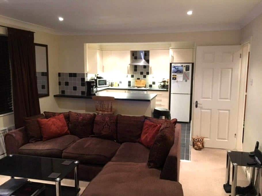 1 Bed Complete Apartment - Warlingham