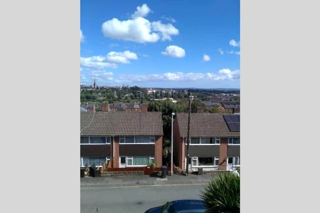 Single Room in Friendly Family Home - Exeter - House