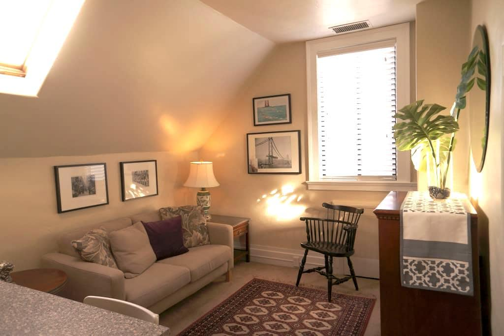 Chic European Style Guest Suite, #2 - Emeryville - Apartment