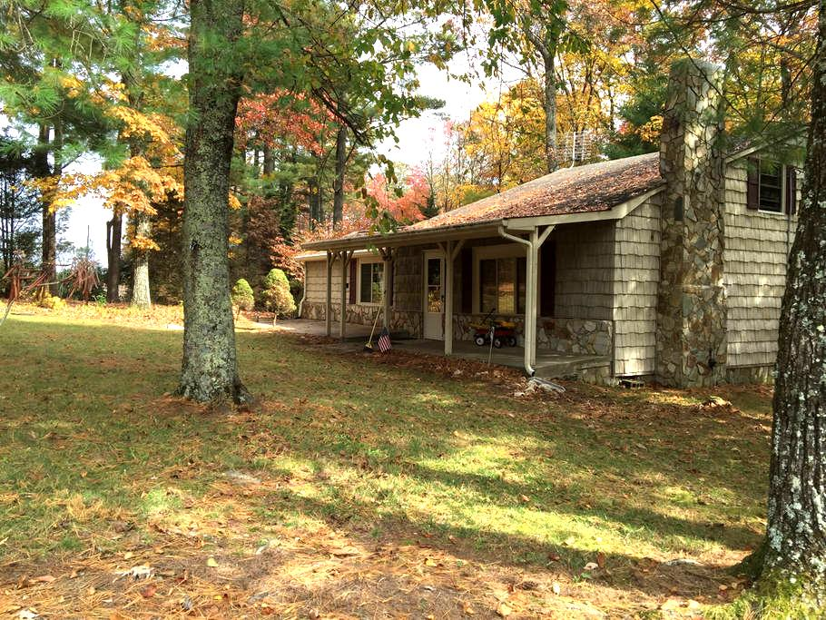 2BD, 2 BA home in Glade Valley - Glade Valley