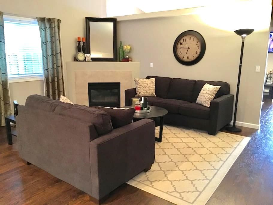 Suburban Dream Close to Portland | NEW QUEEN BED! - Vancouver - Dům