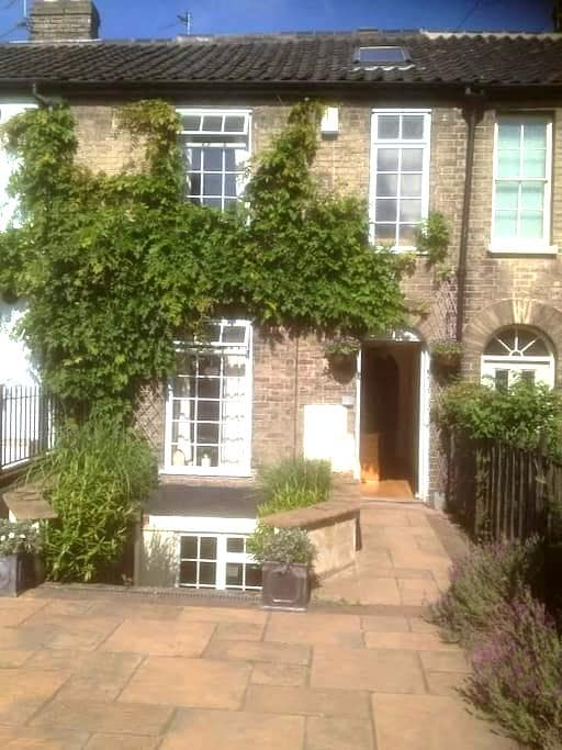 Charming large Victorian terrace near city centre - Norwich - Casa