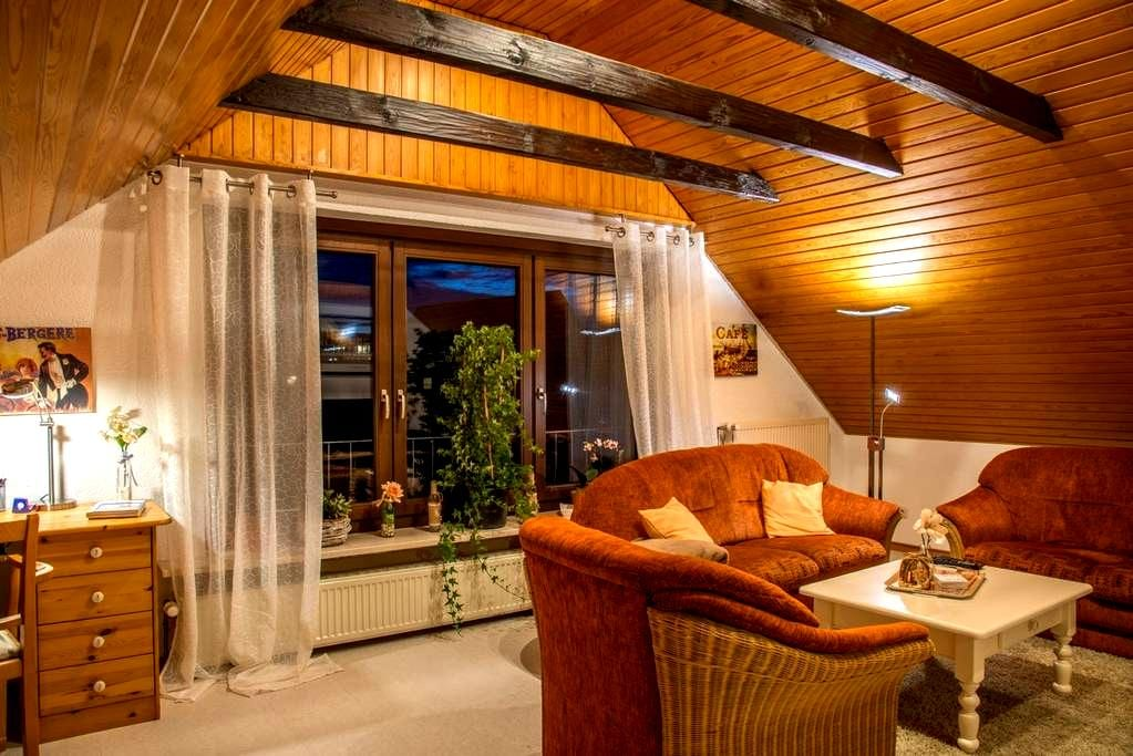 Mediterrane 2 ZKB-Dachwohnung 50 qm - Bielefeld - Pis