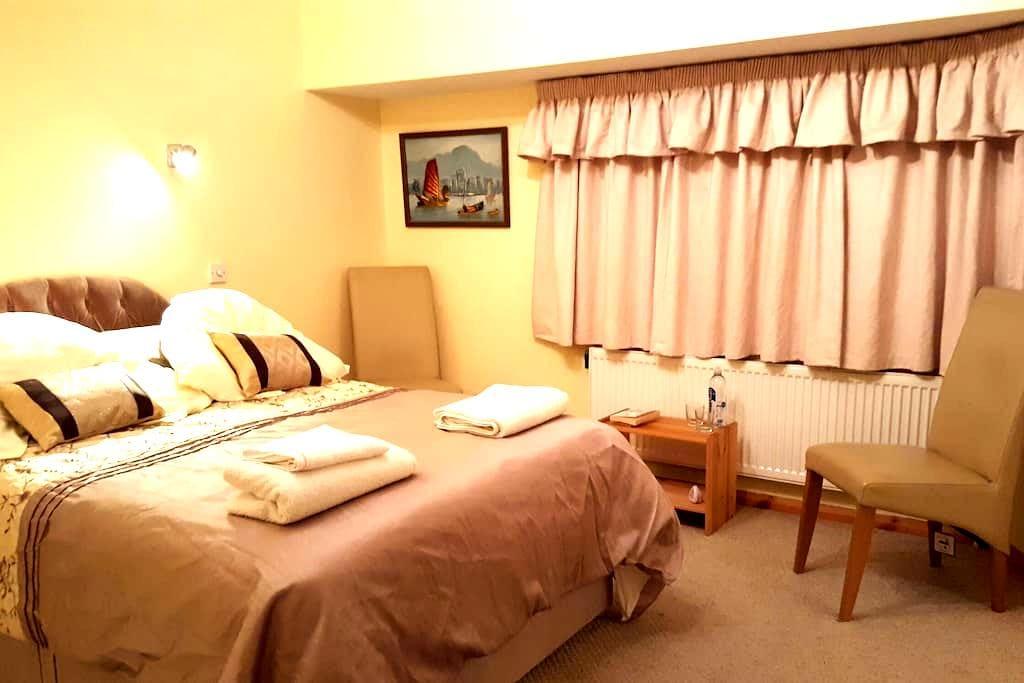 Comfortable en suite double room. - Rochford, England, GB - Hus