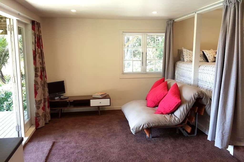 Nice Self Contained Unit! Special views!! - Waima - Pis