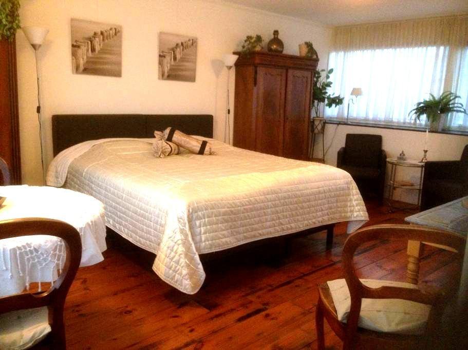 comfortabele kamer met balkon Z - Middelburg - Bed & Breakfast