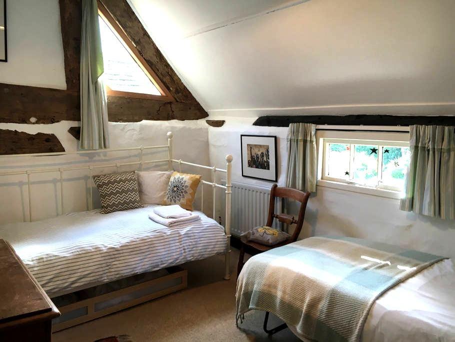 Single room in a farmhouse. - Wolverhampton