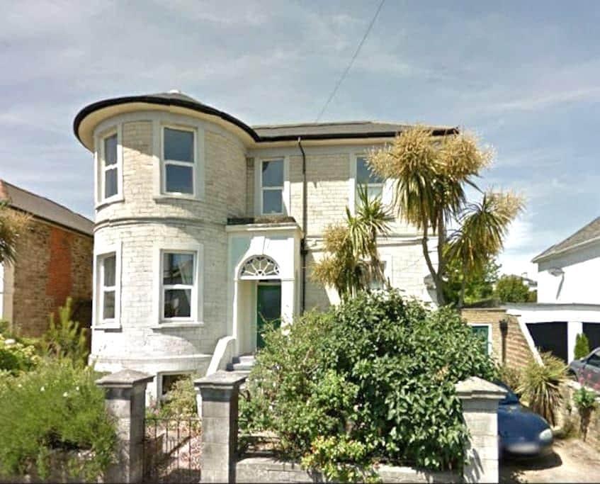 Grantham House - Ryde - House
