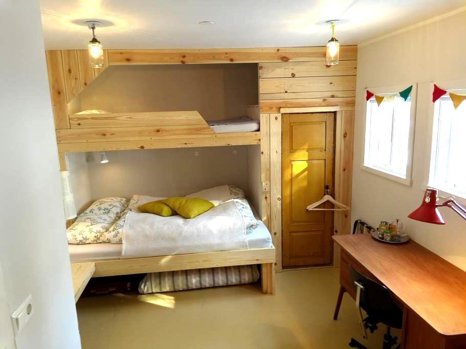 The White Room · Cozy family room · B&B - Seyðisfjörður - Bed & Breakfast