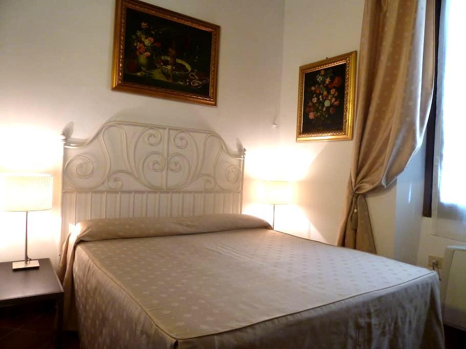 GIOTTO SUITE - COZY IN CENTER - Florença - Apartamento