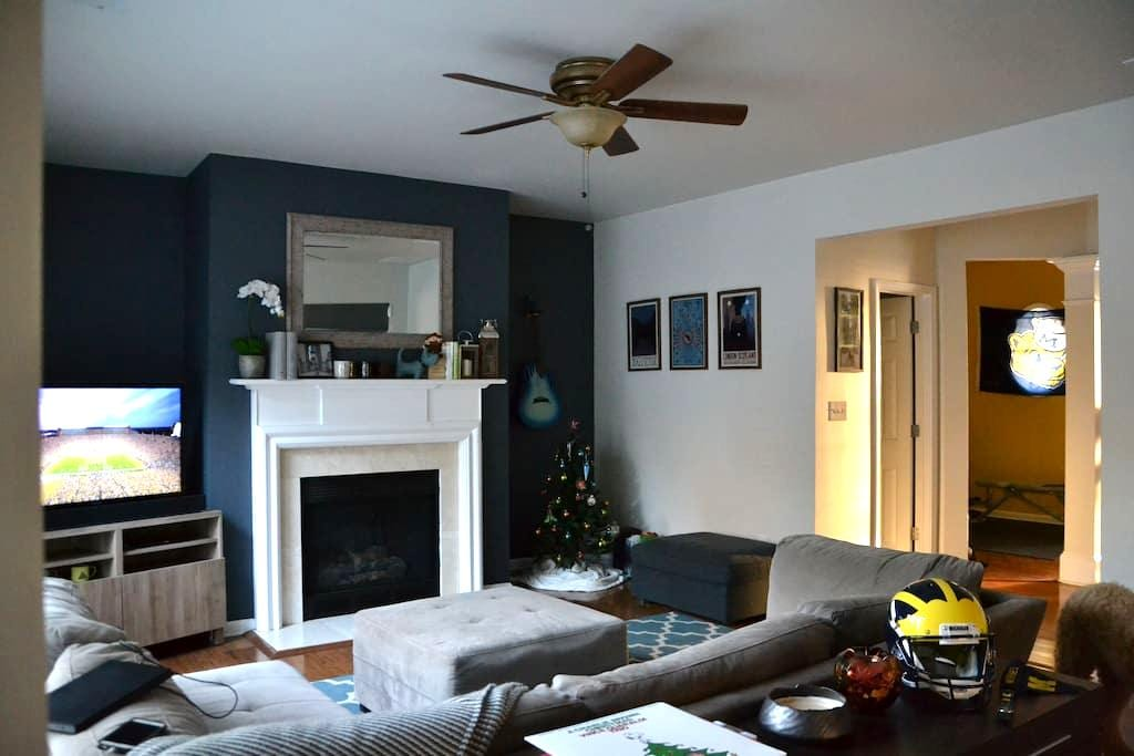 Cozy Bedroom in Fun Neighborhood! - Suwanee - House