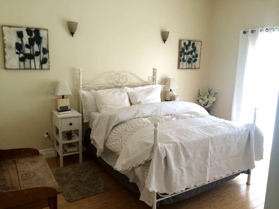 A quiet and spacious private room - Agua Dulce - House