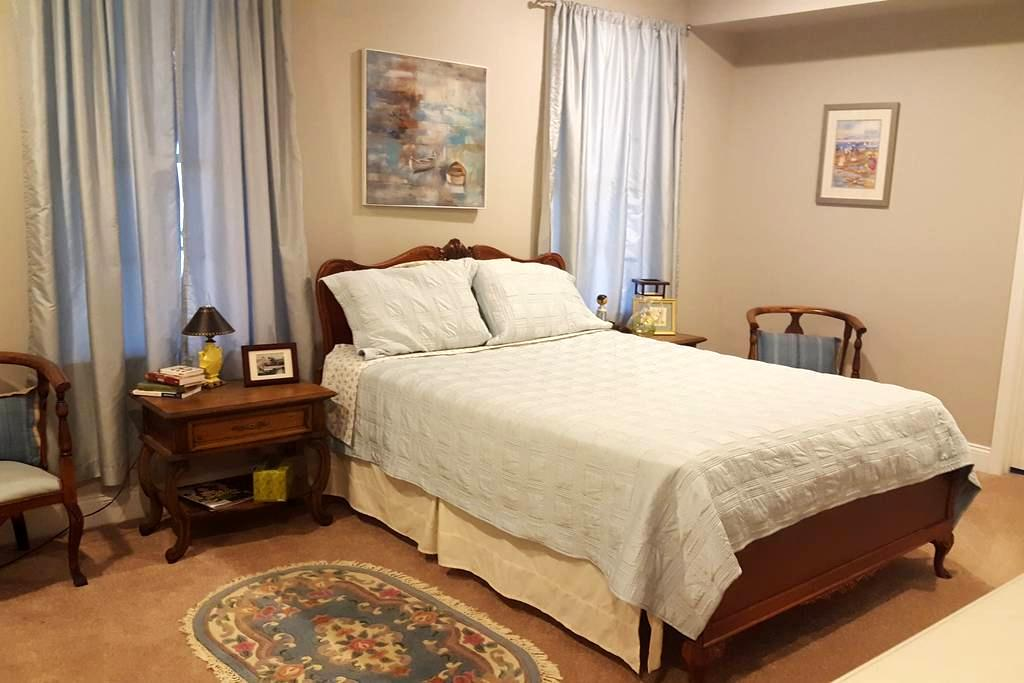Private basement: comfortable bedroom and bath. - Haymarket - House