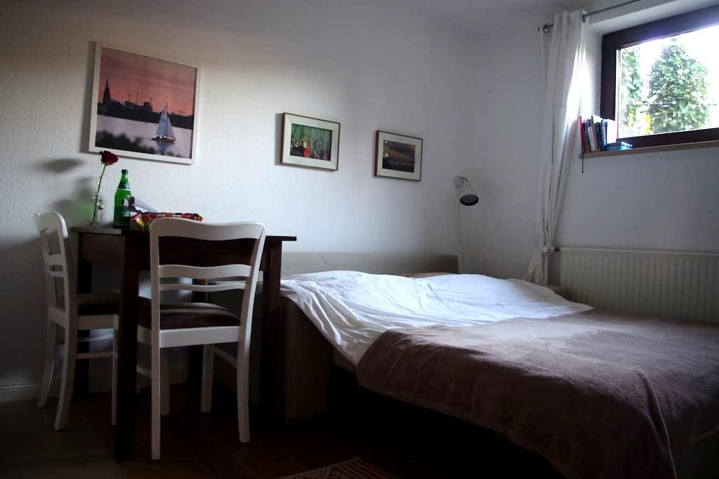 Cosy room + own bath + kitchenette - Hamburg - House