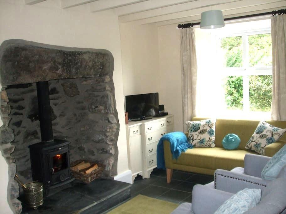 Cosy Rural Snowdonia Cottage - Penmachno - Dům