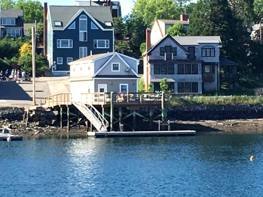 Fabulous Boathouse on the water - 基特里(Kittery)