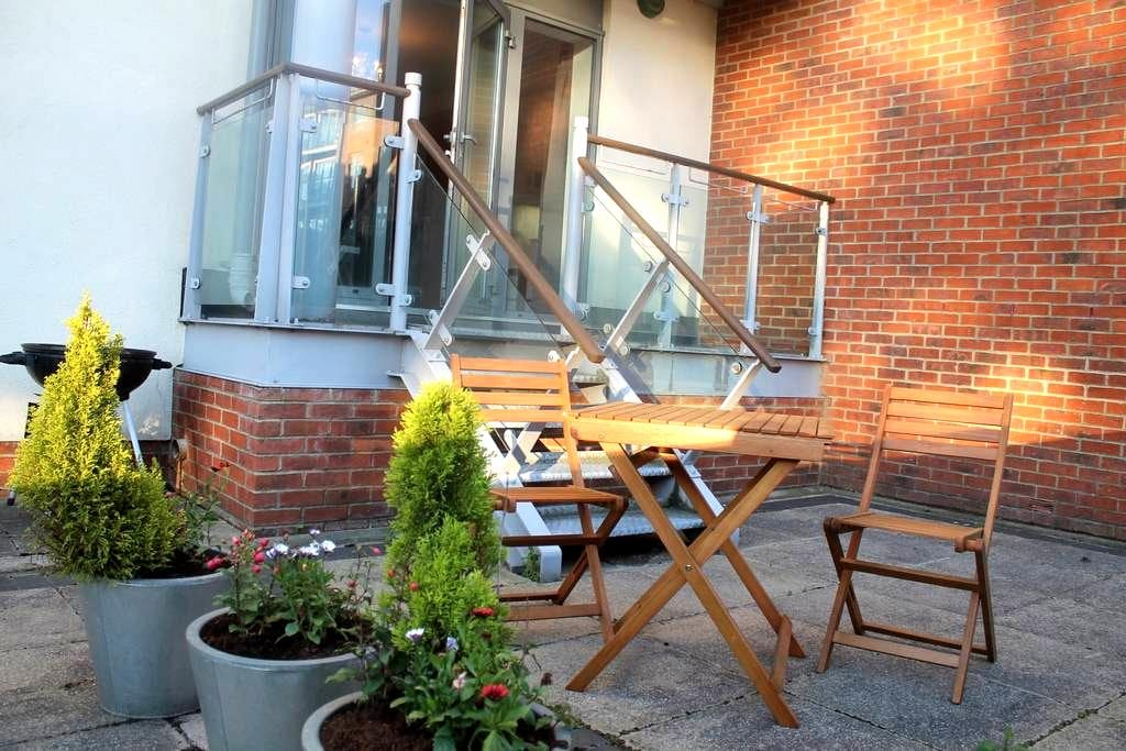Luxury modern 2 Bedroom flat with private terrace - Gateshead - Lägenhet