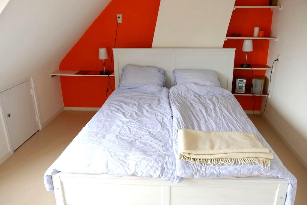 Room&private shower, near station - 萊茵河畔阿爾芬(Alphen aan den Rijn) - 獨棟