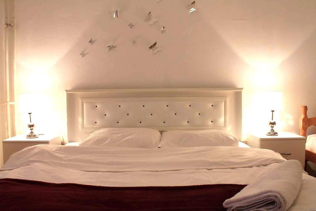 Cozy Entire Apartment! Great Location in Prishtina - Prishtinë - Apartamento
