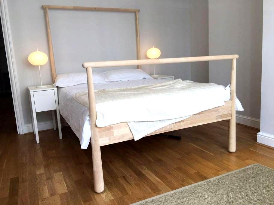 Spacious 1 bedroom flat with parking Twickenham - Twickenham - Lägenhet