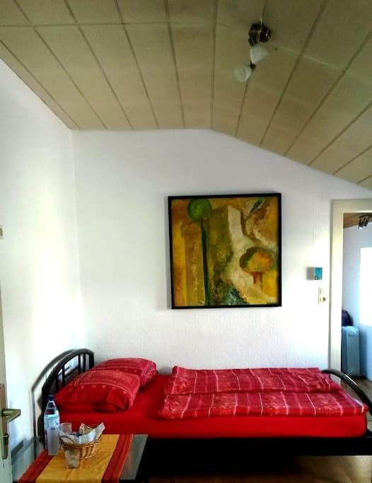 Zimmer mit eig. Bad und Gartenblick - Mönchengladbach - House