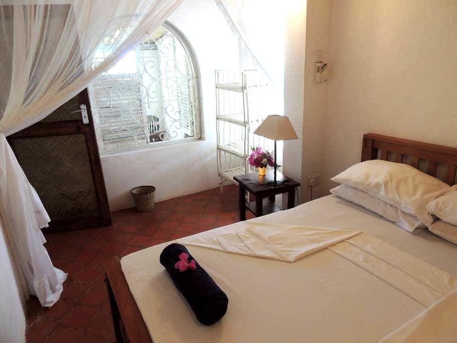 Nane @ Swimbo House - Watamu - Bed & Breakfast