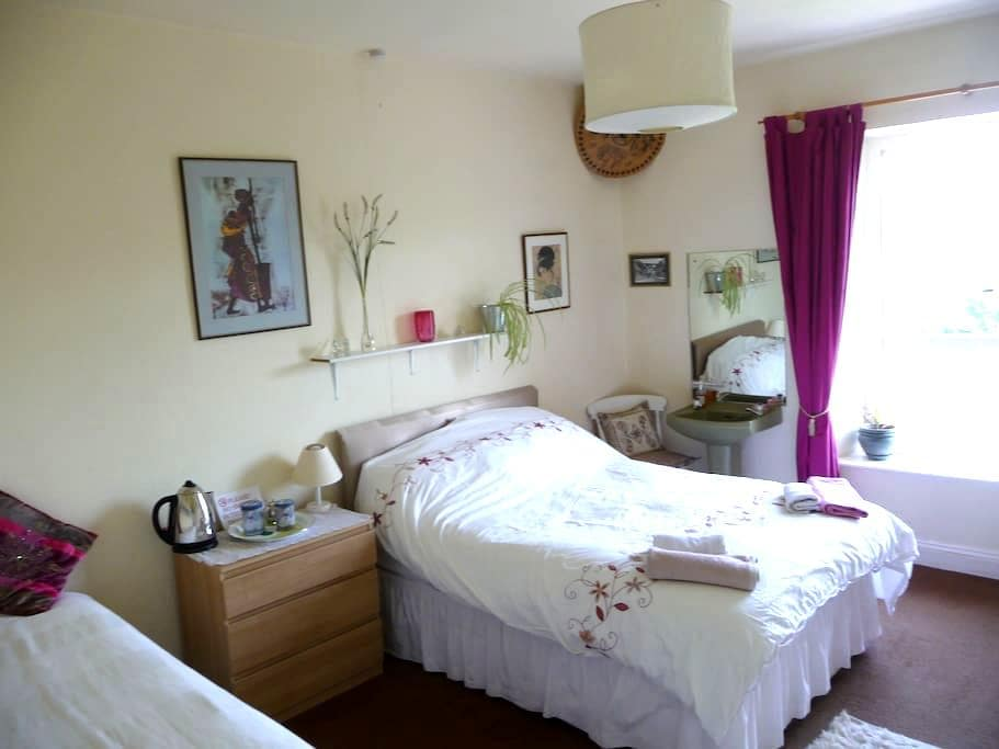 The Hollies B&B is family run - Pensford - Bed & Breakfast