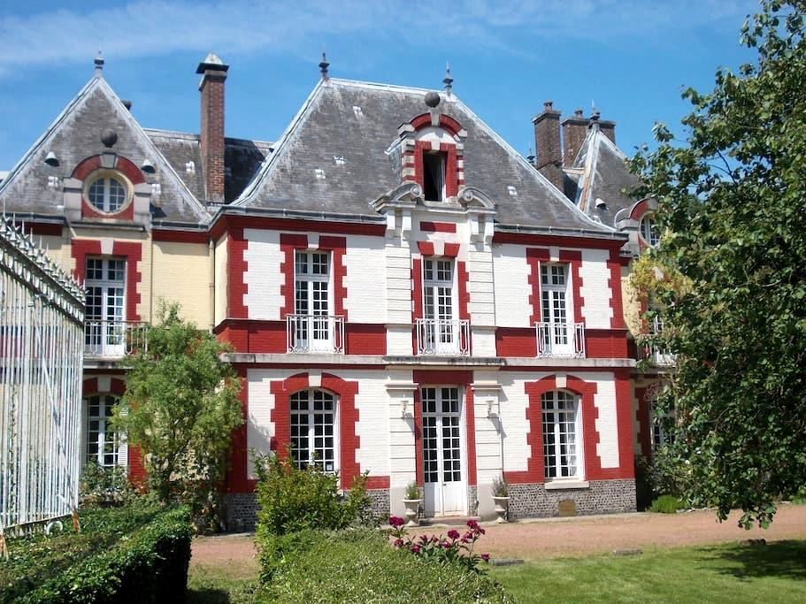 Family suite in Chateau with garden - Sailly-Flibeaucourt - Bed & Breakfast