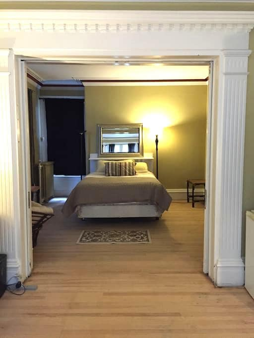 2 Room Suite in a Victorian heritage house - Halifax - House