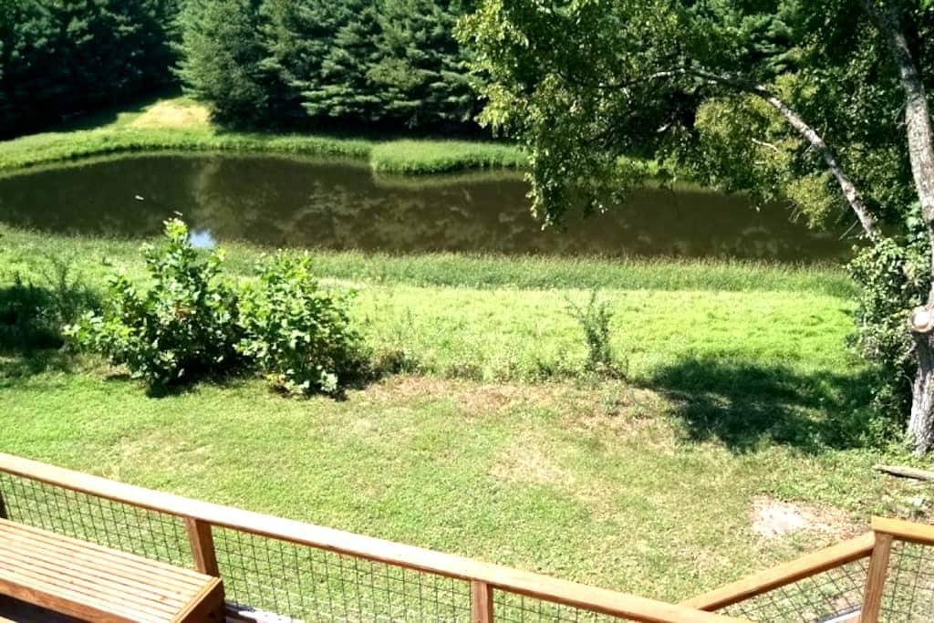 Open Season Resort, enjoy 54 acres w/ stocked pond - Stewart - Ház