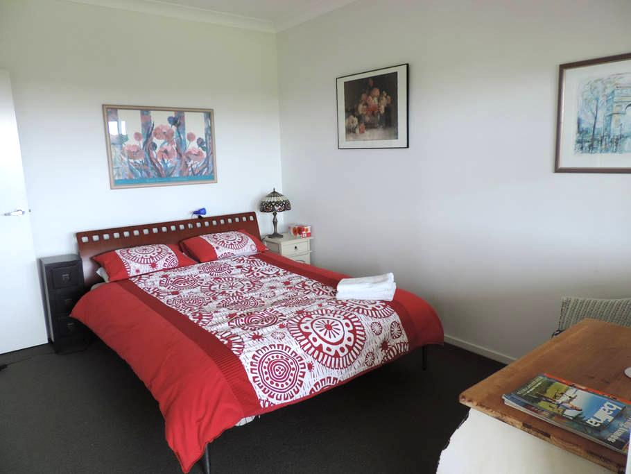 Guest suite with balcony, Ballina Hinterland - Cumbalum - Huis